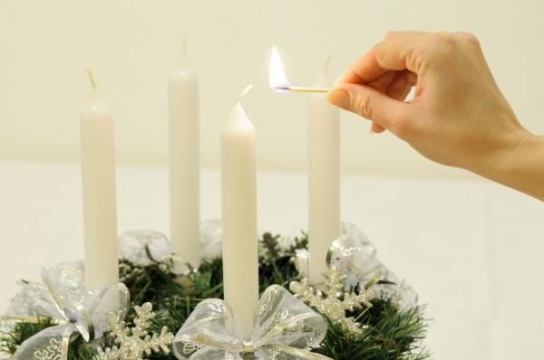 Svíčky na advetním věnci