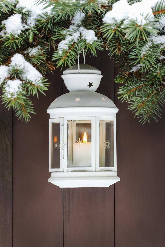 bílá vánoční lucerna