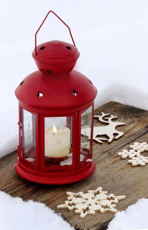 červená vánoční lucerna